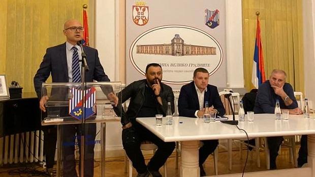 Photo of POBUNA U REDOVIMA SNS-a U GRADIŠTU: Potpredsedniku SNS-a, Milošu Vučeviću, nezadovoljni članovi izrazili svoje nezadvoljstvo stanjem u stranci u Gradištu