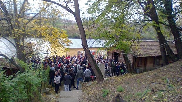 """Photo of HOĆE DA ULOV NOSE KUĆI: Protest ribolovaca zbog režima """"uhvati i pusti"""""""
