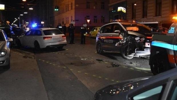 Photo of KAO U FILMOVIMA: Mrtav pijan Srbin divljao u Beču, zakucao se autom u policijsku blokadu (VIDEO)