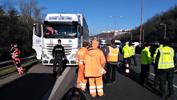 Photo of SRCE IZDALO KAMIONDŽIJU: Srbin umro za volanom kamiona na auto-putu u Bratislavi (FOTO)