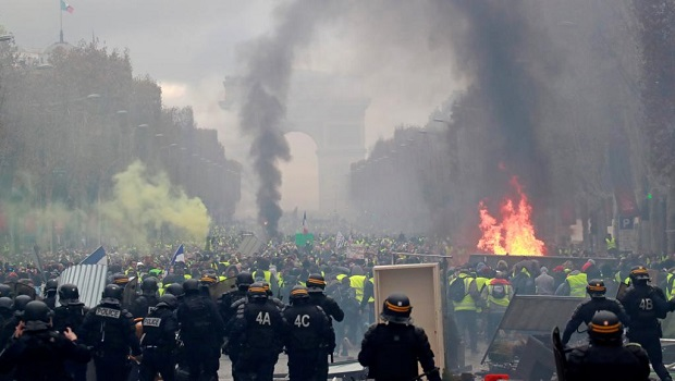 Photo of HAOS U FRANCUSKOJ! U toku su najveće demonstracije u poslednjih 25 godina! (VIDEO UŽIVO)