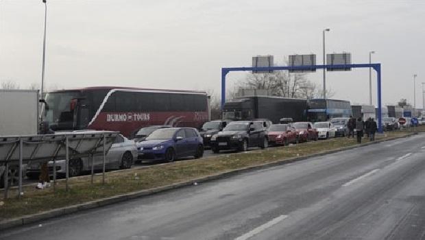 Photo of STANJE NA PUTEVIMA: Kamioni čame na graničnim prelazima i do 24 sata!