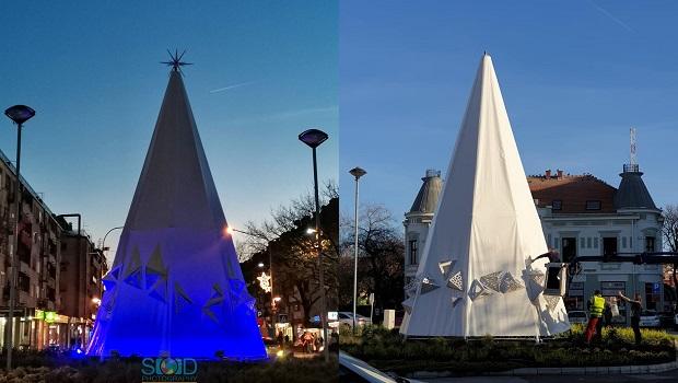 Photo of NOVI KIKS UPRAVE GRADA POŽAREVCA: Posle živadinke i rakete, na Trgu postavili odeždu ozloglašenog američkog Klu kluks klana