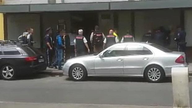 Photo of RACIJA U BEČKOM RESTORANU: Uhapšeno 11 Srba, svi ilegalno boravili i radili na crno