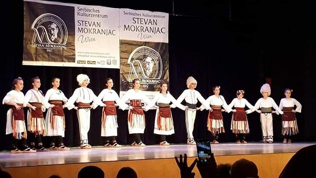 Photo of IZVORNI OBIČAJI OTADŽBINE: Folklorci iz Majilovca i Malog Crnića napunili salu u bečkoj Tehničkoj školi