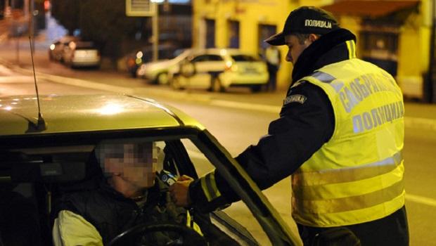 """Photo of NIKOM NIJE JASNO KAKO JE UOPŠTE ŽIV: Rumun bio toliko pijan da je """"pokvario"""" aparat saobraćajcima u Kladovu"""