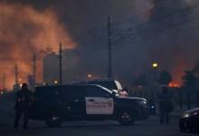 Photo of GRAĐANSKI RAT NA ULICAMA SAD: U 25 gradova policijski čas, građani pale, pljačkaju, iskaljuju bes na policiji (FOTO/VIDEO)