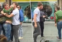 Photo of POLICIJA PRIVELA DVE OSOBE: Sergej Trifunović pretučen u centru Beograda tokom prikupljanja potpisa (VIDEO)
