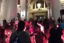 Photo of DRAMATIČNO U BEOGRADU: Grupa građana upala u parlament! Policija bacila suzavac! Ima povređenih! (VIDEO)