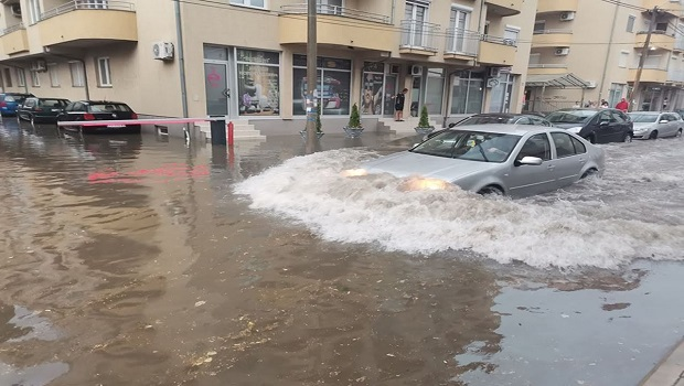 Photo of HAOS U NEKOLIKO MINUTA: Snažno nevreme paralisalo Požarevac (VIDEO)