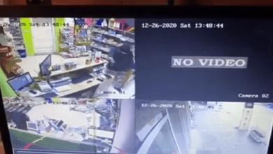 Photo of EKSKLUZIVNO! Pogledajte kako je maskirani razbojnik opljačkao menjačnicu u Rabrovu kod Kučeva (VIDEO)