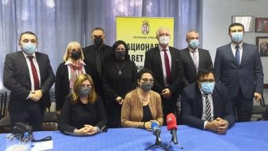 Photo of STRUČNA I NOVČANA POMOĆ VLASIMA: Ministarka Čomić posetila Nacionalni savet Vlaha (VIDEO)