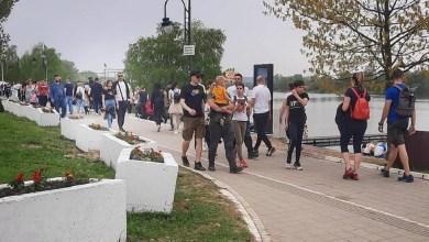 Photo of NOVA EPIDEMIOLOŠKA BOMBA: Srebrno jezero krcato, masku niko ne nosi!