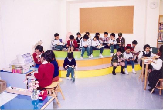 建成中央圖書館。 (2001/2002學年)