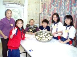 本校公益少年團積極關懷社區,探訪老人院,與公公婆婆分享生活樂事。
