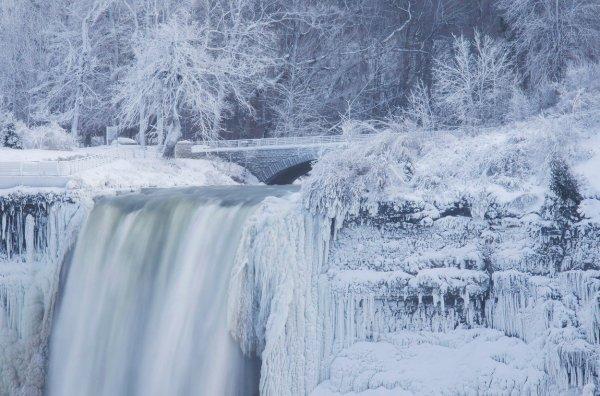 Slapovi Niagare smrzli su se uslijed iznimno niskih temperatura