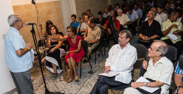 Intervención del Dr. Adalberto Ronda Varona, director del CIPI, durante la inauguración del Taller ¨Pensamiento y obra de Fidel Castro Ruz sobre la política exterior de la Revolución Cubana, vigencia y proyección¨, en el Centro de Investigaciones de Política Internacional (CIPI), en La Habana, el 13 de julio de 2016. ACN FOTO/Marcelino VAZQUEZ HERNANDEZ/