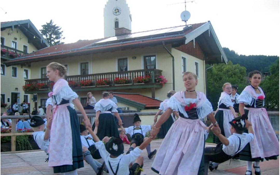 Zwei Dorffeste in Roßholzen auf dem Samerberg