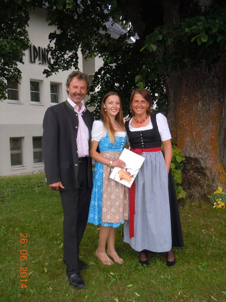 ber die Schneiderin  Kontakt  Trachtundbraut  Home  Tracht und Braut  Helene Mayr