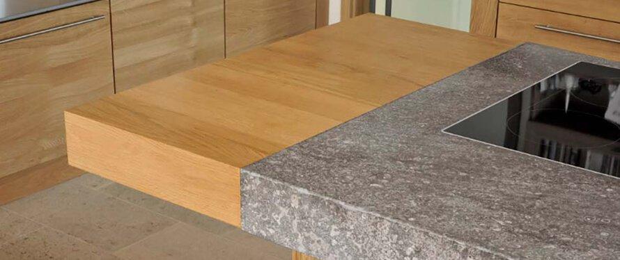 Kchenarbeitsplatte aus Holz  Naturstein im Vergleich