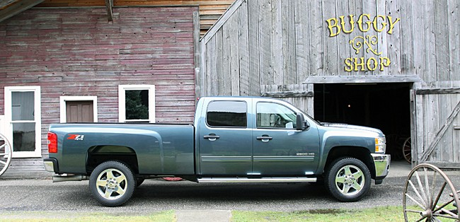 2011 Chevrolet Silverado HD Review sideview