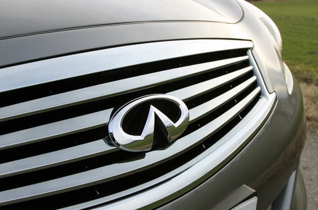 2011 Infiniti G25x Review grill