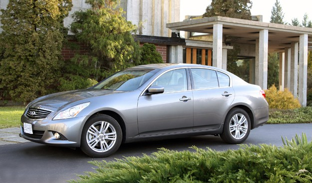 2011 Infiniti G25x Review sideview