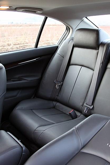 2011 Infiniti G25x Review rear seat