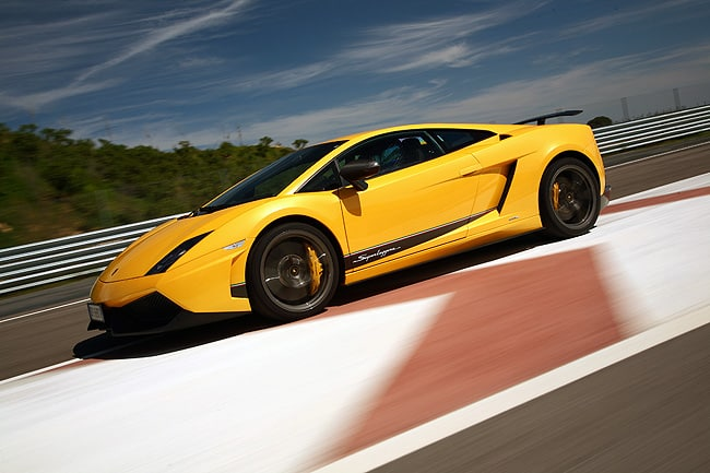 2011 Lamborghini Gallardo LP 570-4 Review