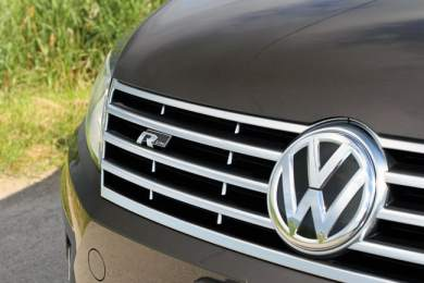 2013 Volkswagen CC Review grill