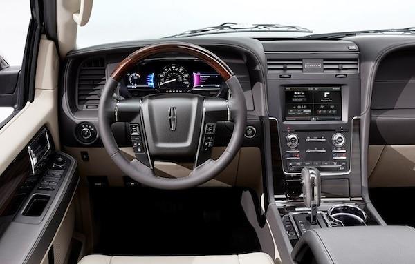 2015-lincoln-navigator cockpit