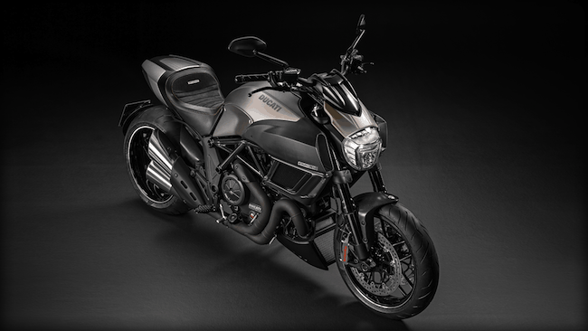 ducati-Diavel-Titanium_2015-front