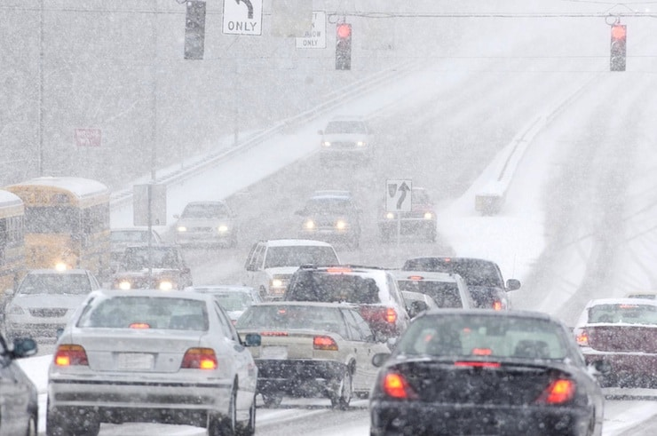 4 Simple Winter Driving Tips From a Racecar Driver
