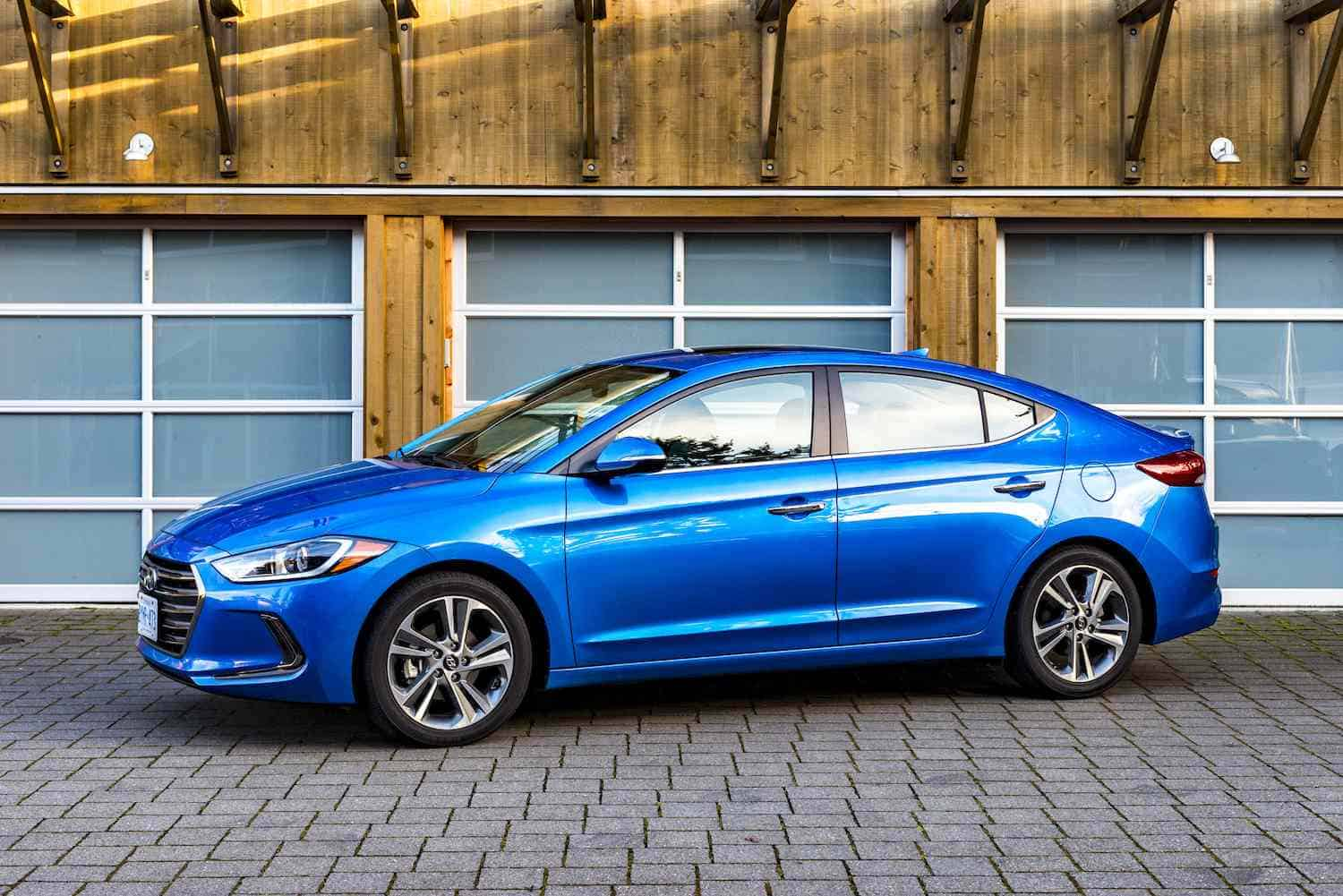 2017-hyundai-elantra-review-1500-1000