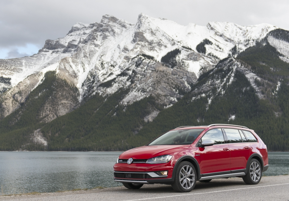 2017-vw-golf-alltrack-review-10