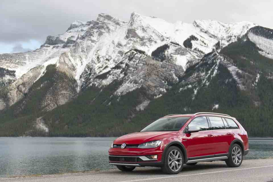 In Pictures: All-new 2017 VW Golf Alltrack Hits the Mountains with AWD and decent Cargo