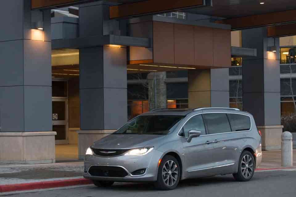 2017-chrysler-pacifica-review