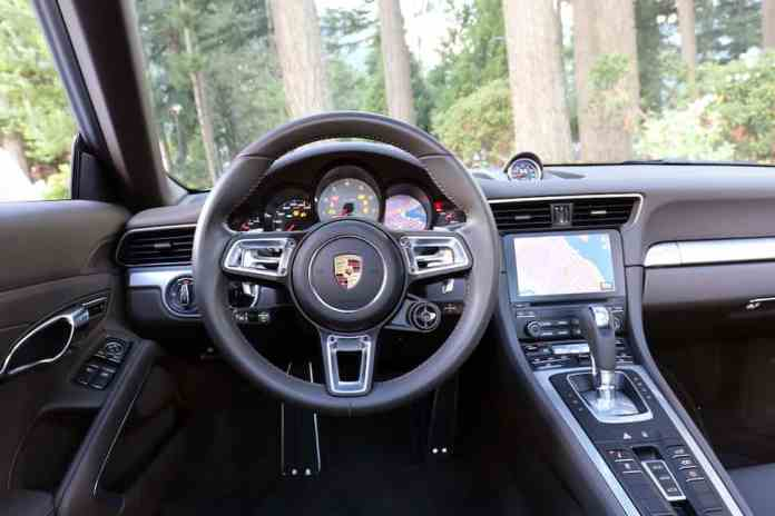 2017 Porsche 911 Carrera 4S Review interior
