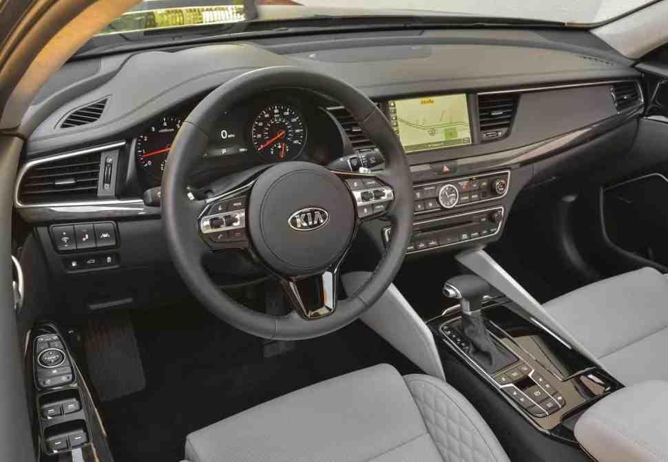 2017 Kia Cadenza Limited Review interior