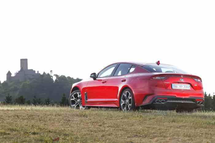 2018 kia stinger gt rear profile