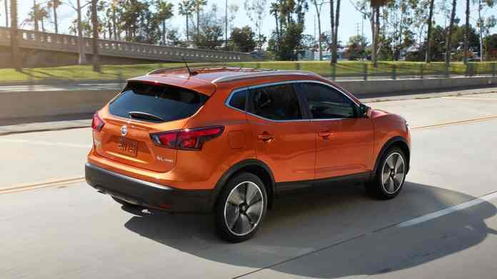 2017-nissan-rogue-sport-review-rear-rolling