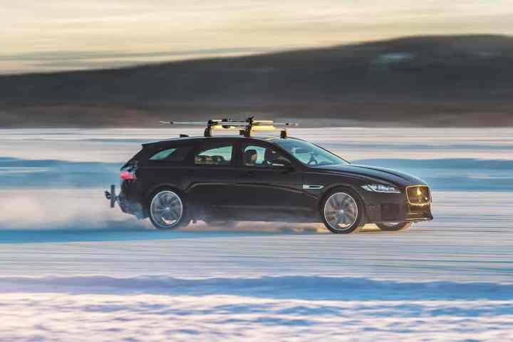 The 2018 Jaguar XF Sportbrake Sets Record for Fastest Towed Speed on Ski