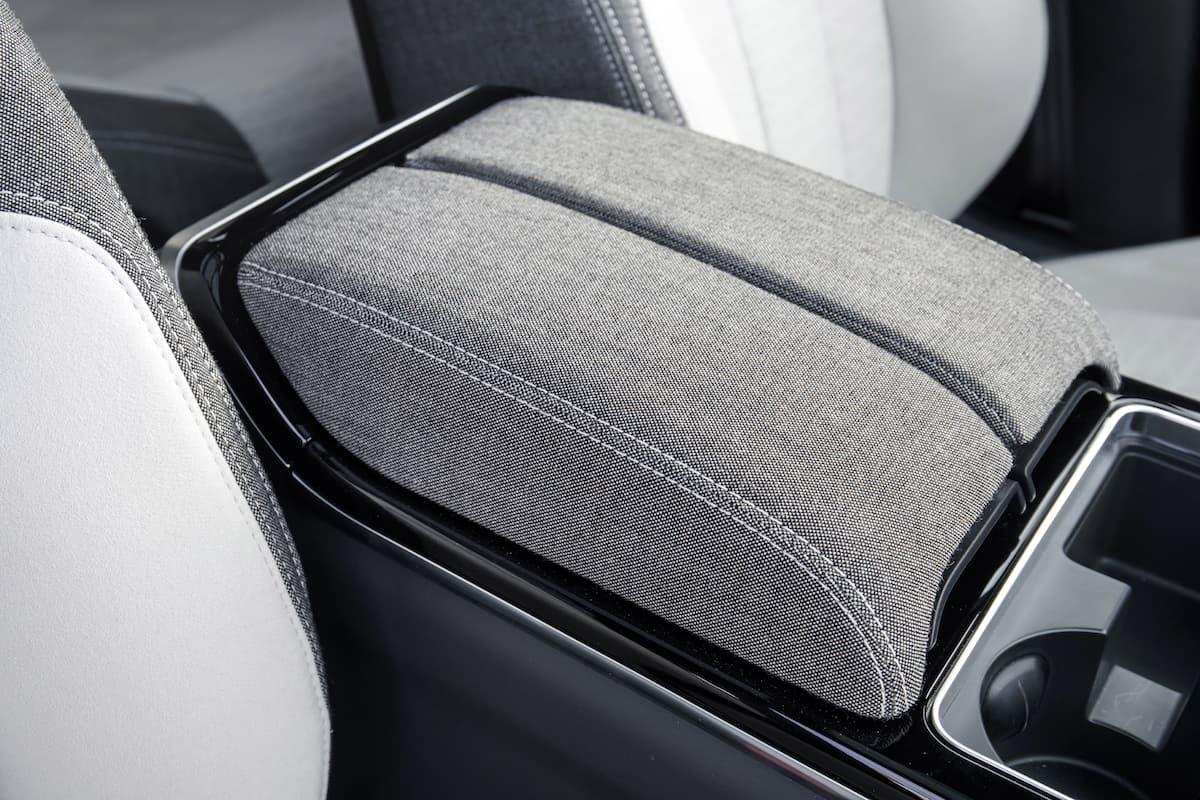 2018 range rover velar review interior3