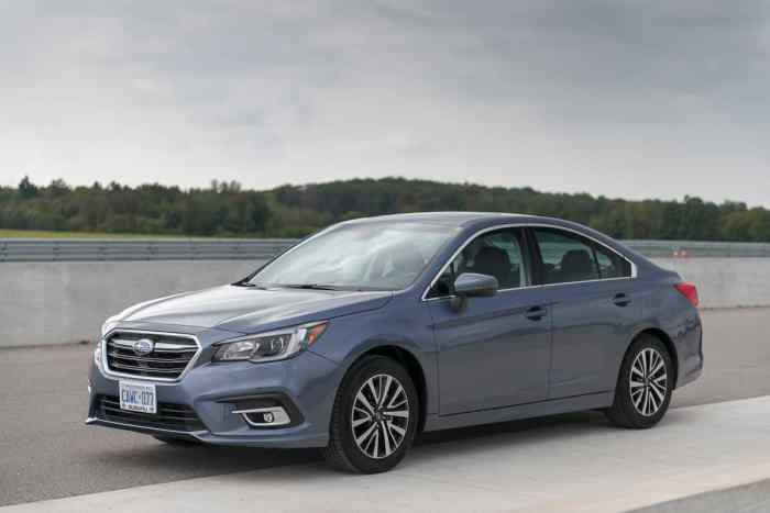 2018 Subaru Legacy Review front