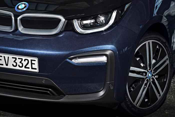 2017 BMW i3 Review front headlight