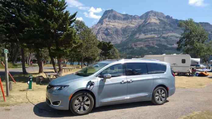 2017 Chrysler Pacifica Hybrid Review mountains