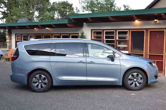 2017 Chrysler Pacifica Hybrid Review side view
