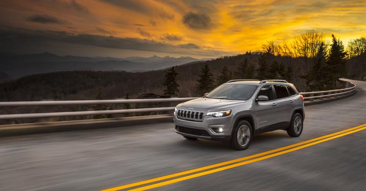 2019 Jeep Cherokee silver front