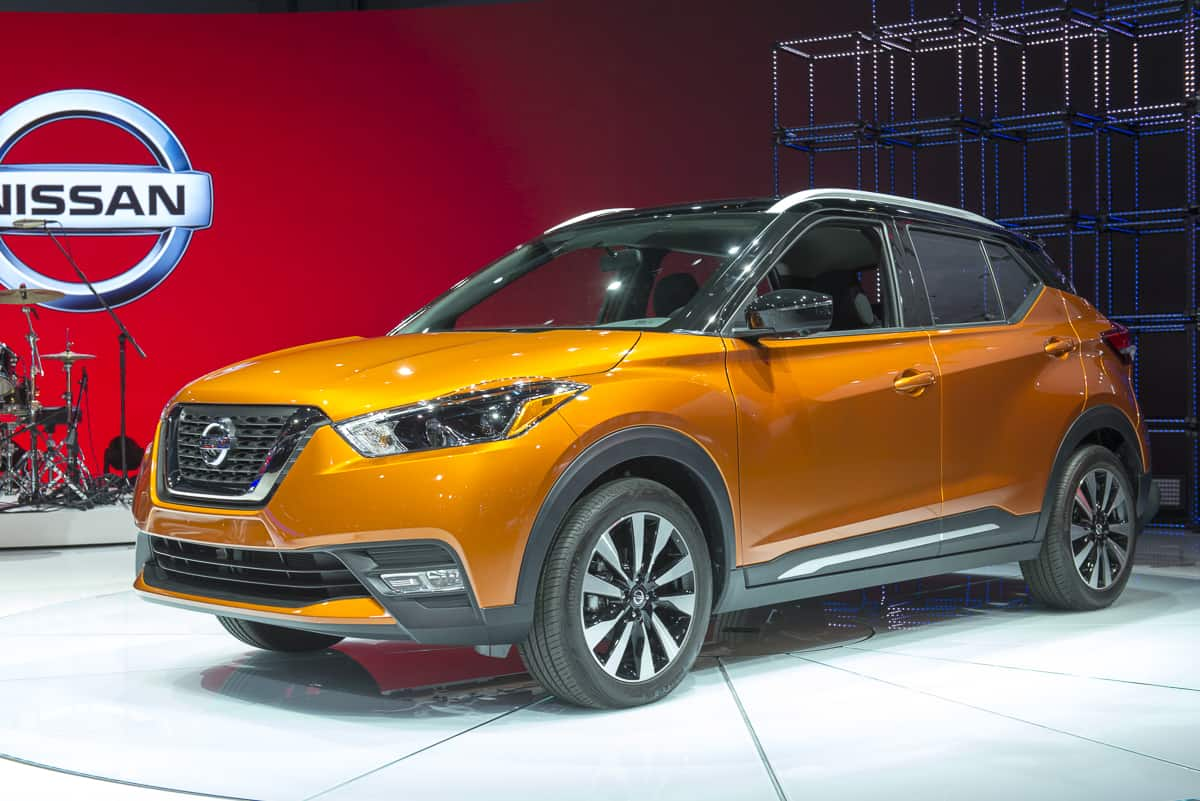 2019 nissan kicks orange front view