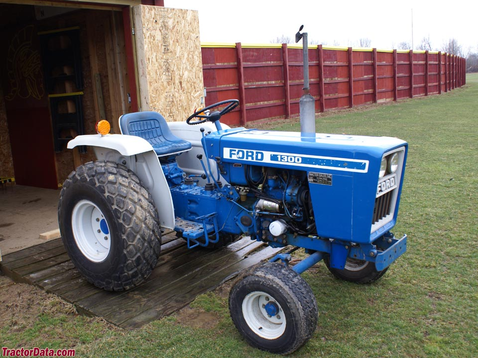 TractorDatacom Ford 1300 tractor photos information